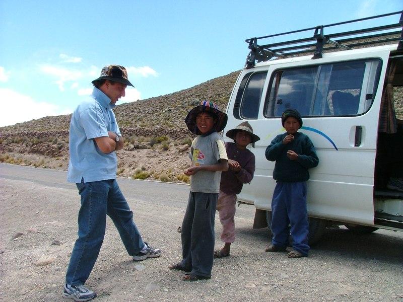 Fabio con campesinos sulle Ande, Perù