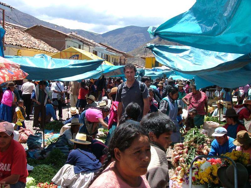 Paolo al mercato di Pisac - Peru