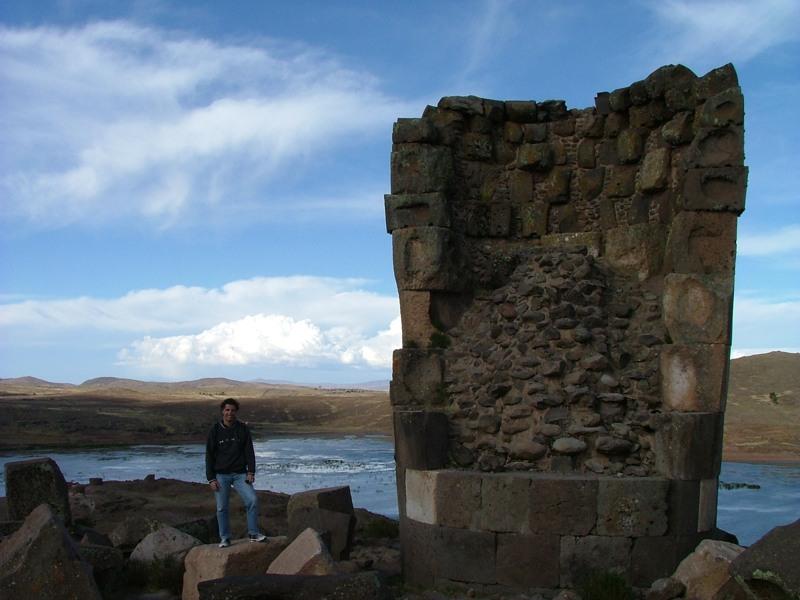 Paolo nel complesso archeologico di Sillustani